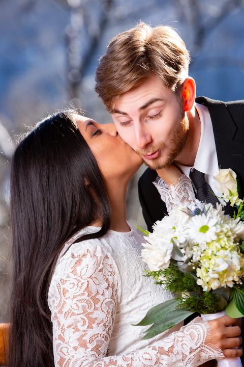 Elopement Cabin Wedding Kiss